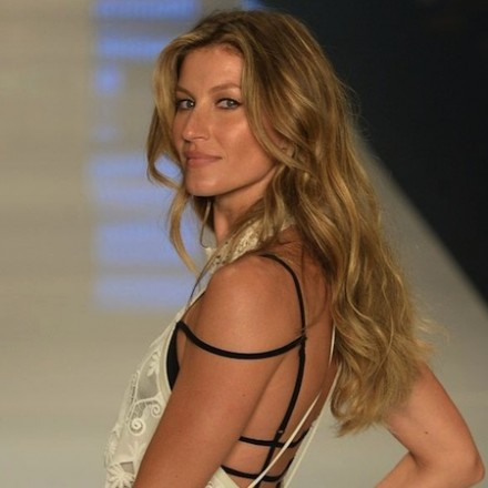 Gisele Bundchen Final Runway Show [video]