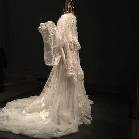 The MET – Heavenly Bodies: Fashion and the Catholic Imagination