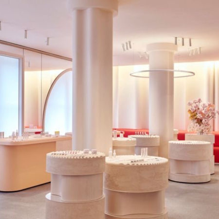 GLOSSIER FLAGSHIP STORE OPENS IN NY