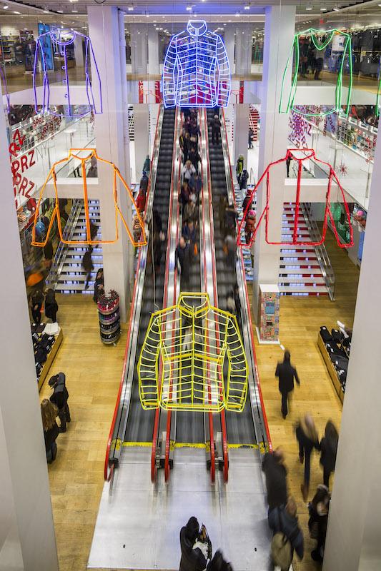UNIQLO5th-Escalator-Neon-02