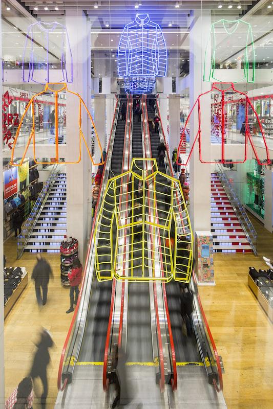 UNIQLO5th-Escalator-Neon-03
