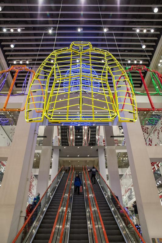 UNIQLO5th-Escalator-Neon-06